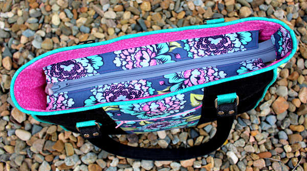 Recessed zipper on the teal Tula Pink Goin' Uptown Tote - Andrie Designs