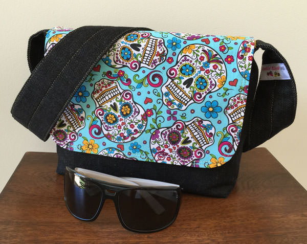 Aqua sugar skulls Good-To-Go Messenger Bag - Andrie Designs