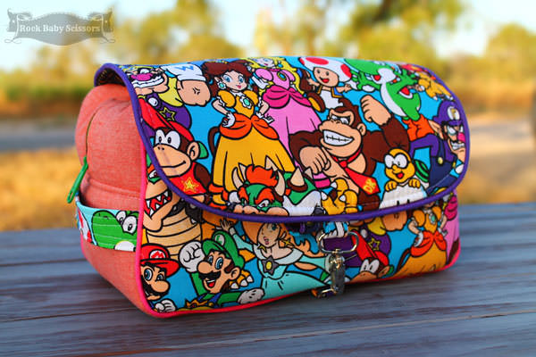 Super Mario Bros-themed Hang About Toiletry Bag - Andrie Designs