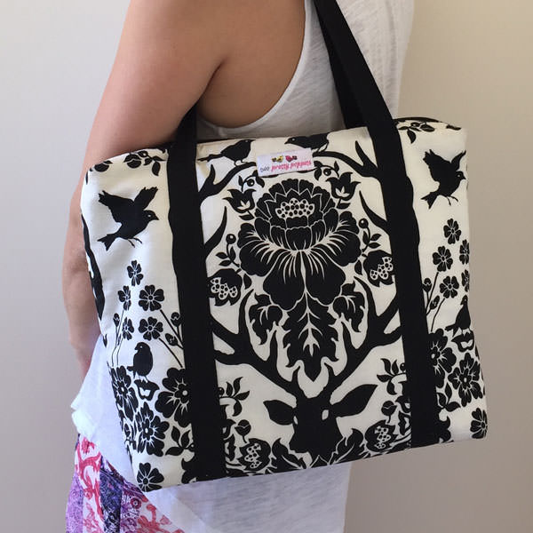 It's a great size to carry on your shoulder! Insulated Lunch Bag - Andrie Designs