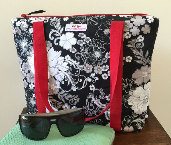Classic black, white and red Insulated Lunch Bag - Andrie Designs