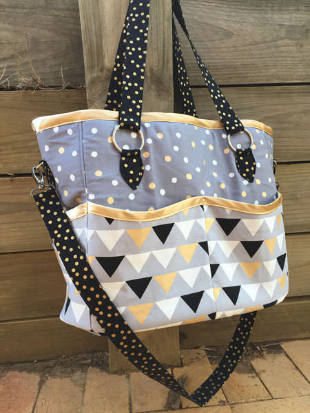Classic colours used on this Summer Lovin' Beach Tote - Andrie Designs