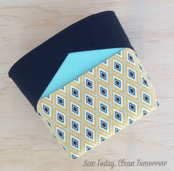 Love this classic version of the Stand Up Clutch - Andrie Designs
