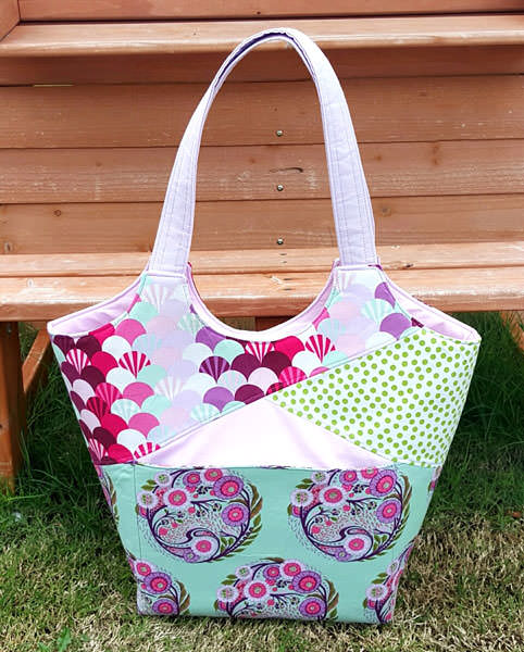 Tula Pink-themed Stand Up & Tote Notice - Andrie Designs