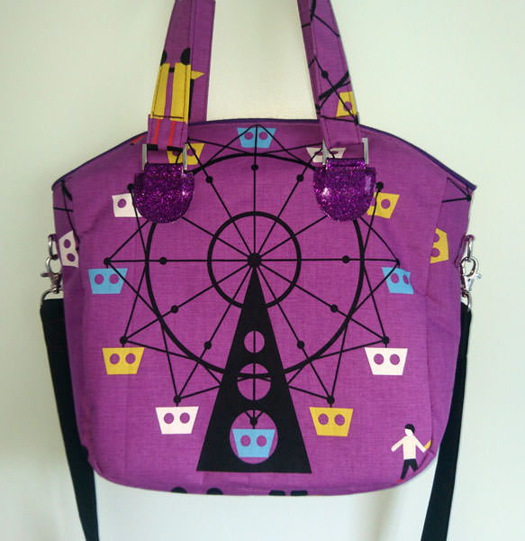 Love this fabric! Creative's Tote - Andrie Designs