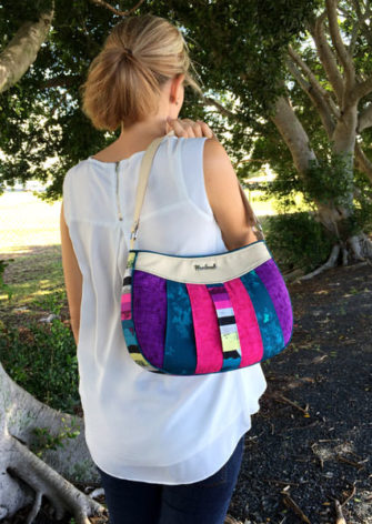 Such a great design to carry on your shoulder! Sew Compleat Shoulder Tote - Andrie Designs
