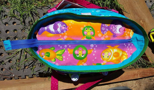 Underwater-themed recessed zipper - Summer Lovin' Beach Tote - Andrie Designs