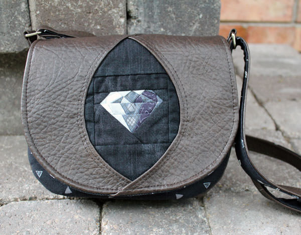 It's black and mysterious for this Peekaboo Purse - Andrie Designs