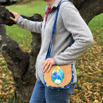An adjustable strap is a great add on for this pattern! Peekaboo Purse - Andrie Designs