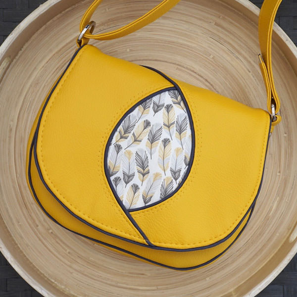 Gotta love yellow and feathers for this Peekaboo Purse! - Andrie Designs