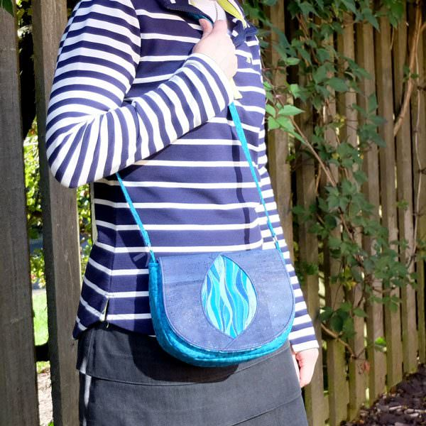 The Peekaboo Purse is a perfect little shoulder bag! - Andrie Designs