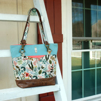 How striking is this floral and antique brass Classic Market Tote! - Andrie Designs