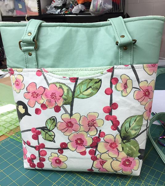 Lindas Classic Market Tote - April 2019 - Andrie Designs