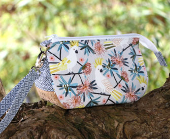 Australian-themed V Pouch - Andrie Designs