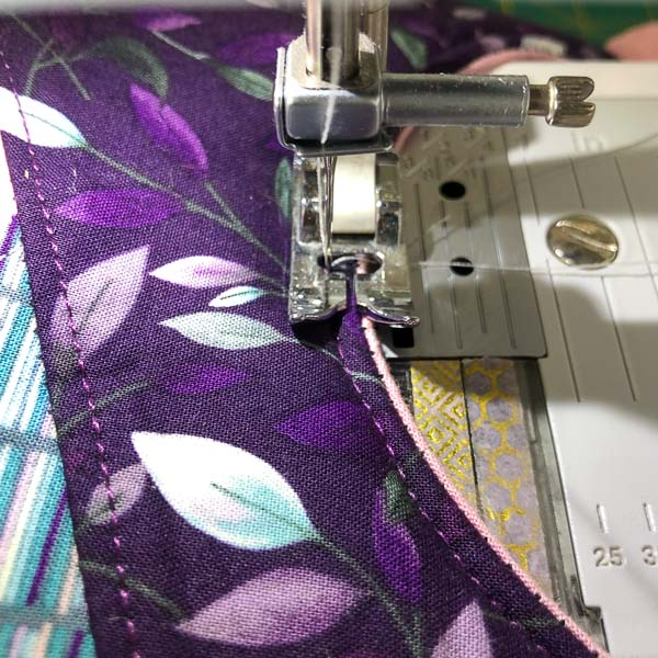 Using middle of foot as guide - Stitching Curves - Andrie Designs